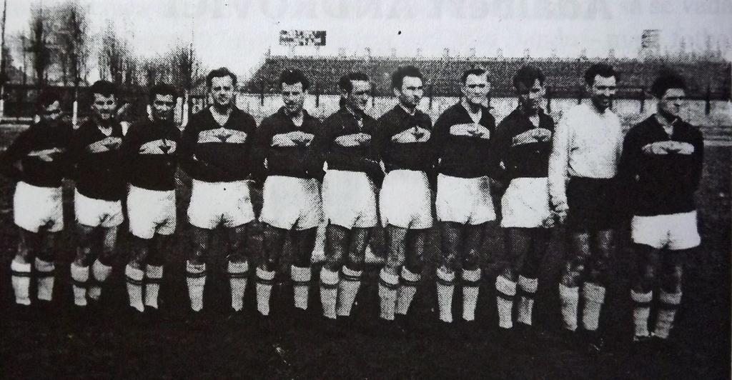 CFR, înaintea ultimului sezon în elită De la stânga, la dreapta: Avasilichioaie, Țigăniuc, Bădeanțu, Rodeanu, Călin, I. Kovacs, Corbuș, Ferenczi, Ionescu, Franciscovici, Androvics